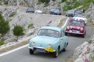 Montée du Faron par des voitures de collection