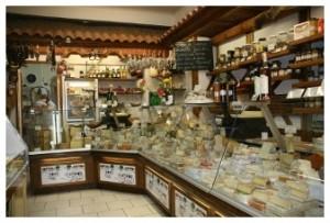 La vitrine de la fromagerie Alpages et Gastronomie au Mourillon